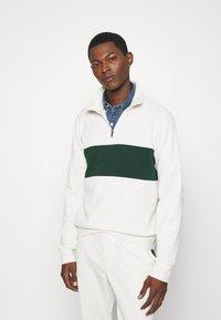 Polo Ralph Lauren - LOOPBACK TERRY LONG SLEEVE - Sweatshirt - chic cream/college green - 0