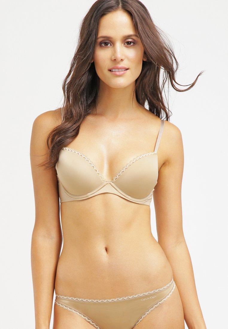 Calvin Klein Underwear - SEDUCTIVE COMFORT CUSTOMIZED LIFT - Sujetador push-up - dune
