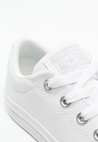 Converse - CHUCK TAYLOR ALL STAR STREET  - Tenisky - white - 5