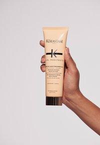 KÉRASTASE - CURL MANIFESTO CRÈME DE JOUR FONDAMENTALE - Hair treatment - - - 5
