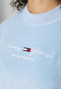 Tommy Jeans Curve - CREW - Sweatshirt - light powdery blue - 5