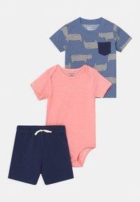 Carter's - RHINO SET - Print T-shirt - blue/red - 0