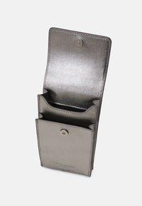 Liebeskind Berlin - MOBILE POUCH - Across body bag - warm metallic grey - 2