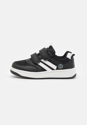 CARTER UNISEX - Zapatillas de senderismo - black