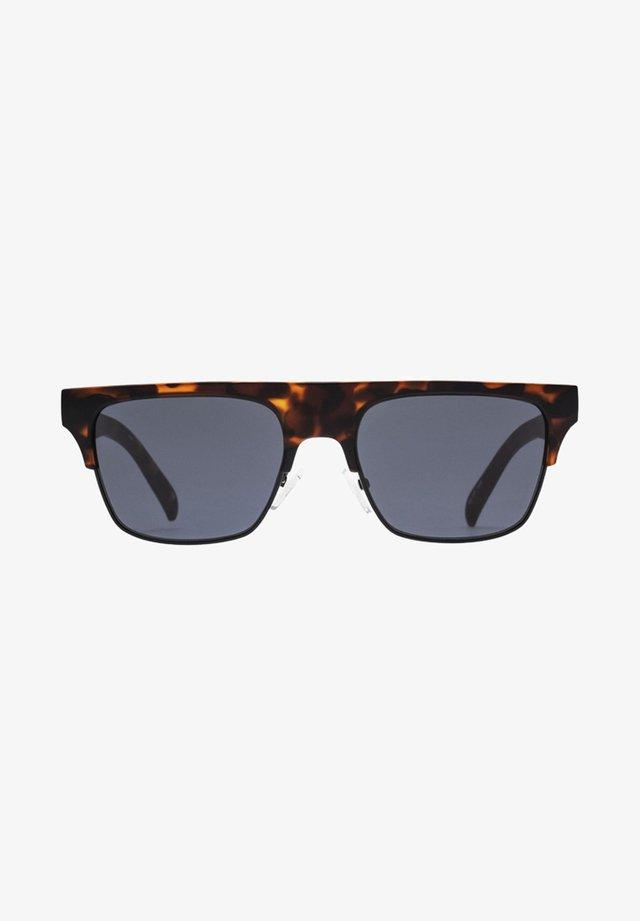 CRUEL SUMMER - Sunglasses - tort