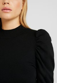 Glamorous Petite - CROPPED JUMPER WITH PUFF LONG SLEEVES AND HIGH ROU - Jumper - black - 4