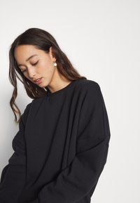 Even&Odd - OVERSIZED CREW NECK SWEATSHIRT - Sudadera - black - 5