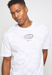 Jack & Jones - JORLOGGS TEE CREW NECK  - T-shirts print - white - 3