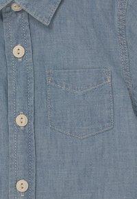 GAP - TODDLER BOY - Shirt - blue denim - 2