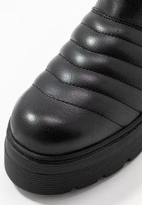 Pavement - FLORA - Platåstøvler - black - 2