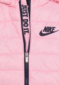 Nike Sportswear - GIRLS MID WAIST STADIUM  - Talvitakki - pink/obsidian - 3