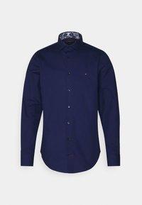 Tommy Hilfiger Tailored - SOLID SLIM SHIRT - Formal shirt - navy iris - 0