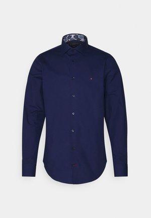 SOLID SLIM SHIRT - Koszula biznesowa - navy iris