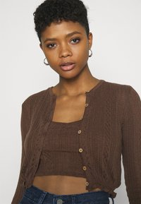 BDG Urban Outfitters - TWIN SET - Chaqueta de punto - chocolate - 3