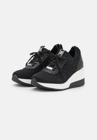 XTI - Sneakers laag - black - 2