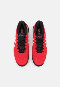 ASICS - GEL-RESOLUTION 8 CLAY - Tenisové boty na antuku - electric red/white - 3