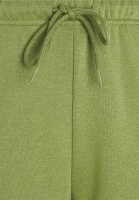 Pieces Petite - PCCHILLI PANTS - Tracksuit bottoms - turtle green - 2