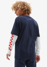Vans - BY LONG CHECK TWOFER - Long sleeved top - dress blues/high risk red - 0