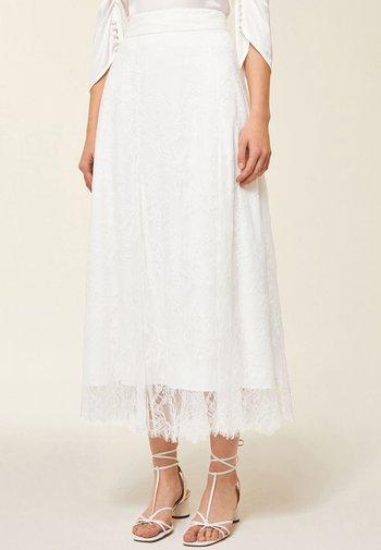 Áčková sukně - snow white