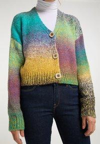 usha - Cardigan - multicolor - 3