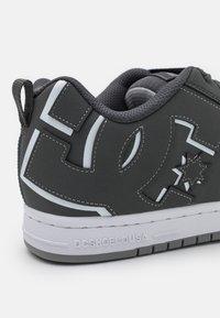 DC Shoes - COURT GRAFFIK - Sneakers laag - grey/white - 5