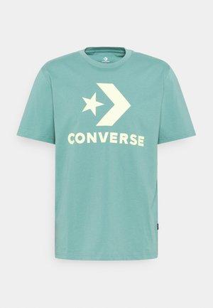 STAR CHEVRON TEE - T-shirt con stampa - ocean stone