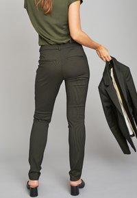 ECHTE - EBONY  - Trousers - sulphur yellow stripe - 2
