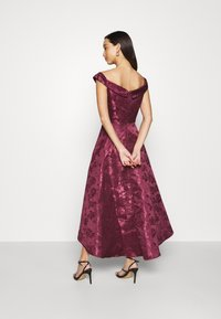 Chi Chi London - LIANA DRESS - Cocktailjurk - berry - 2