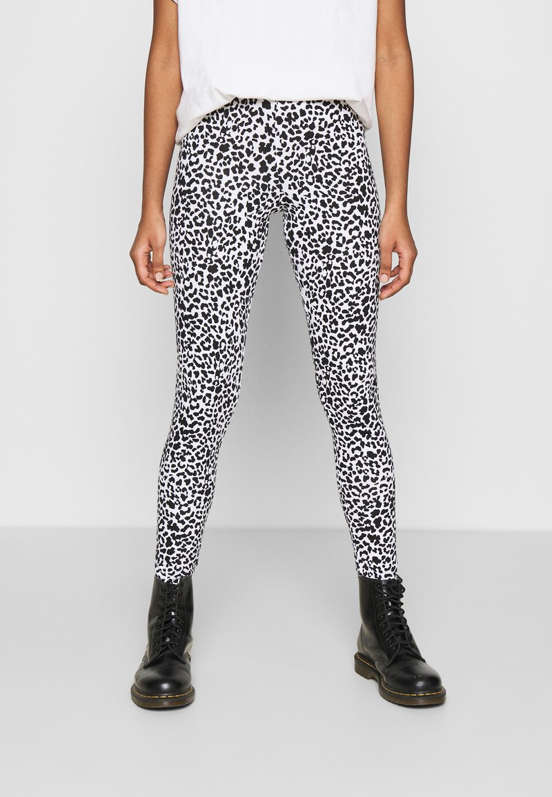 Noisy May - NMKERRY ANILLA   - Leggings - Trousers - bright white/black