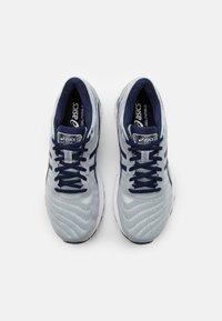 ASICS - GEL NIMBUS 22 - Neutral running shoes - piedmont grey/peacoat - 3