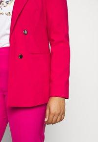 Simply Be - ESSENTIAL FASHION - Cappotto corto - raspberry - 4