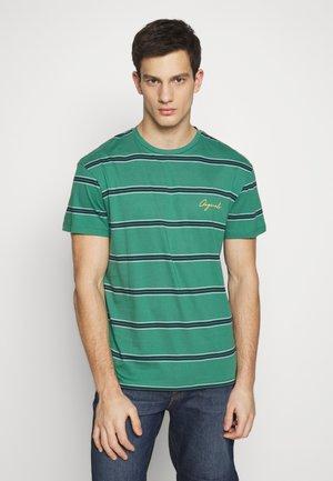 JORSTRIKE TEE CREW NECK - T-shirt med print - fir