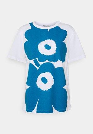 KIOSKI LAUHA UNIKKO - Print T-shirt - bright blue/white