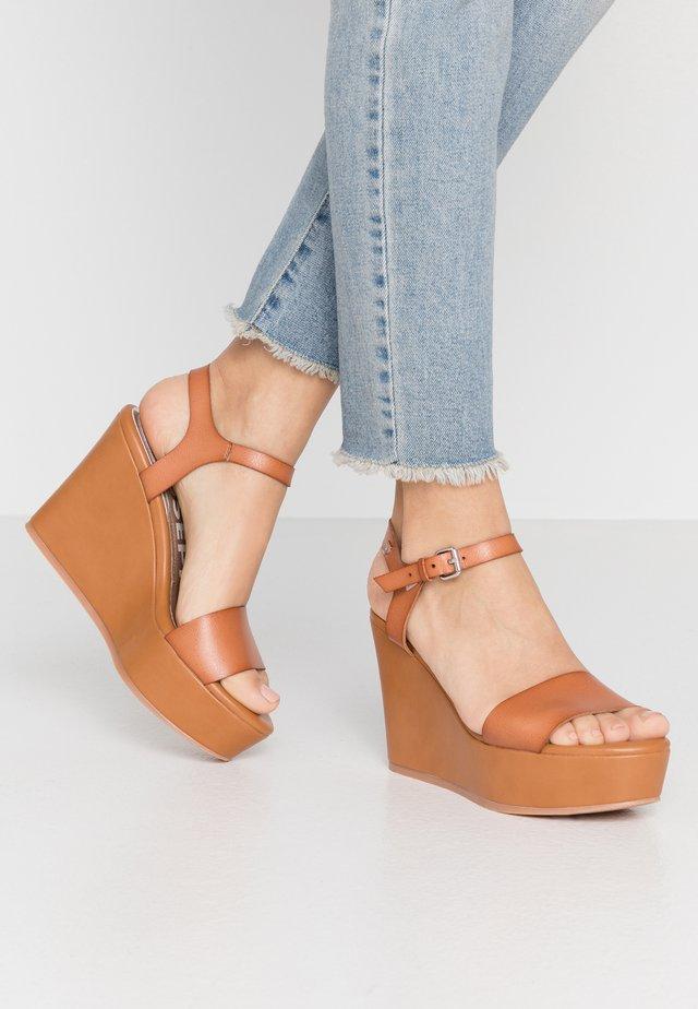 FENTON - Sandaler med høye hæler - tan