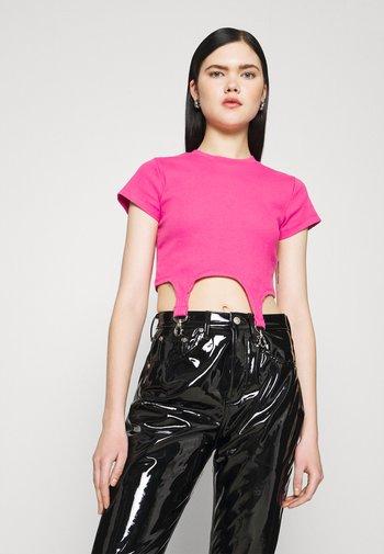 SHORTSLEEVE RINGER TRIGGER DETAIL - T-shirts med print - pink