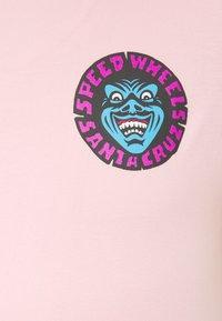 Santa Cruz - UNISEX SPEED WHEELS FACES  - Print T-shirt - pink - 2