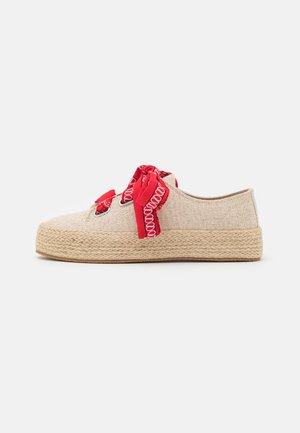 MIMI - Sznurowane obuwie sportowe - natural