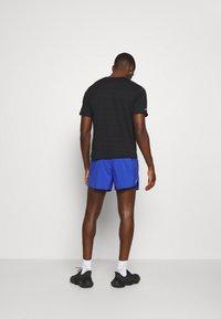 Nike Performance - STRIDE  - Sportovní kraťasy - astronomy blue/silver - 2