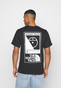 The North Face - STEEP TECH LOGO TEE UNISEX  - Print T-shirt - black - 2