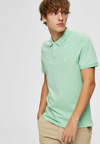 Selected Homme - SLHARO EMBROIDERY - Polo shirt - hemlock - 3