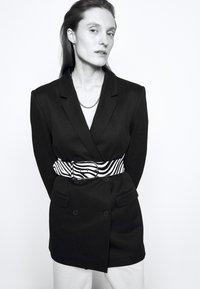 Iro - LITTA - Krátký kabát - black - 4