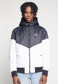 Nike Sportswear - M NSW HE WR JKT HD REV INSLTD - Kurtka przejściowa - black - 0
