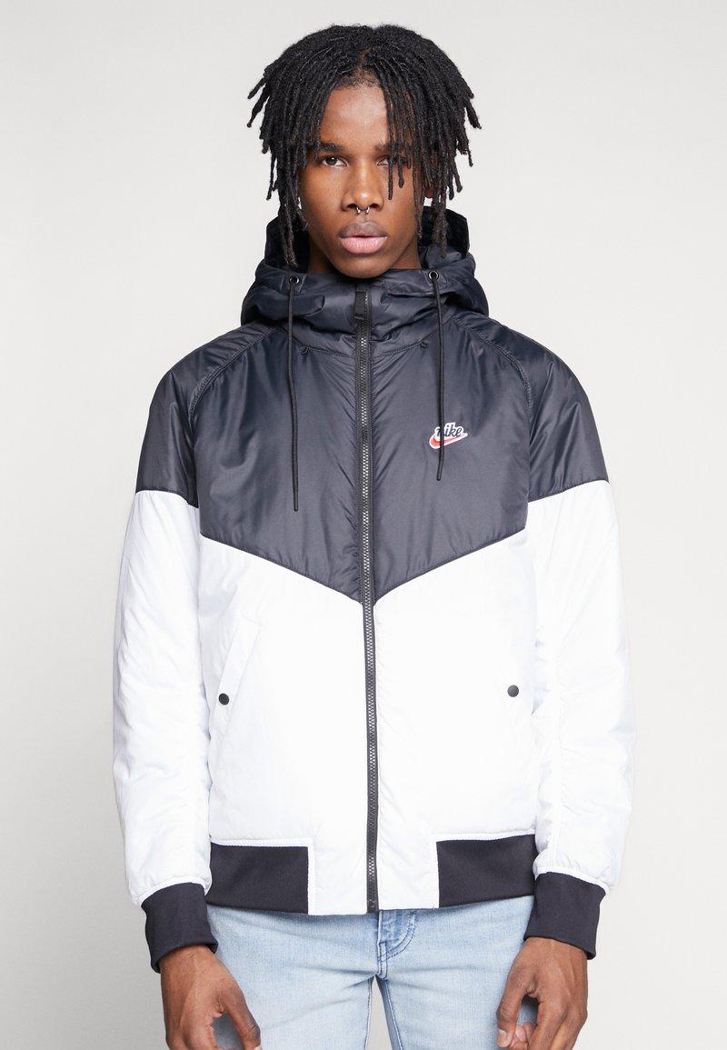 Nike Sportswear - M NSW HE WR JKT HD REV INSLTD - Kurtka przejściowa - black