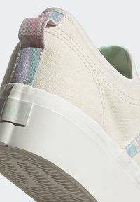 adidas Originals - NIZZA PLATFORM  - Trainers - chalk white/frozen green - 9