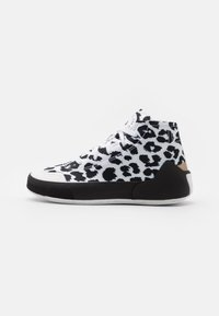 adidas by Stella McCartney - ASMC TREINO MID PRINTED - Sportovní boty - footwear white/core black/cloud white - 0