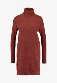 Vero Moda - VMBRILLIANT ROLLNECK DRESS  - Sukienka dzianinowa - ketchup melange - 3