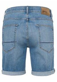 BRAX - STYLE CHRIS B - Denim shorts - vintage blue used - 6