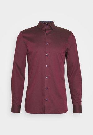 No. 6 - Kostymskjorta - bordeaux