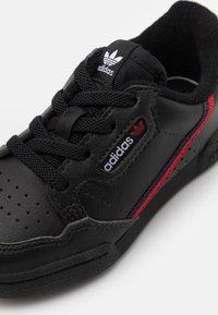 adidas Originals - CONTINENTAL 80 UNISEX - Babyschoenen - core black/scarlet red/collegiate navy - 5