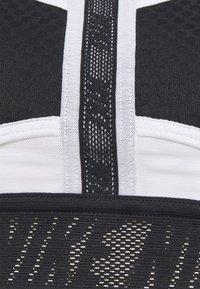 Nike Performance - Sports-BH-er med medium støtte - black/white - 2